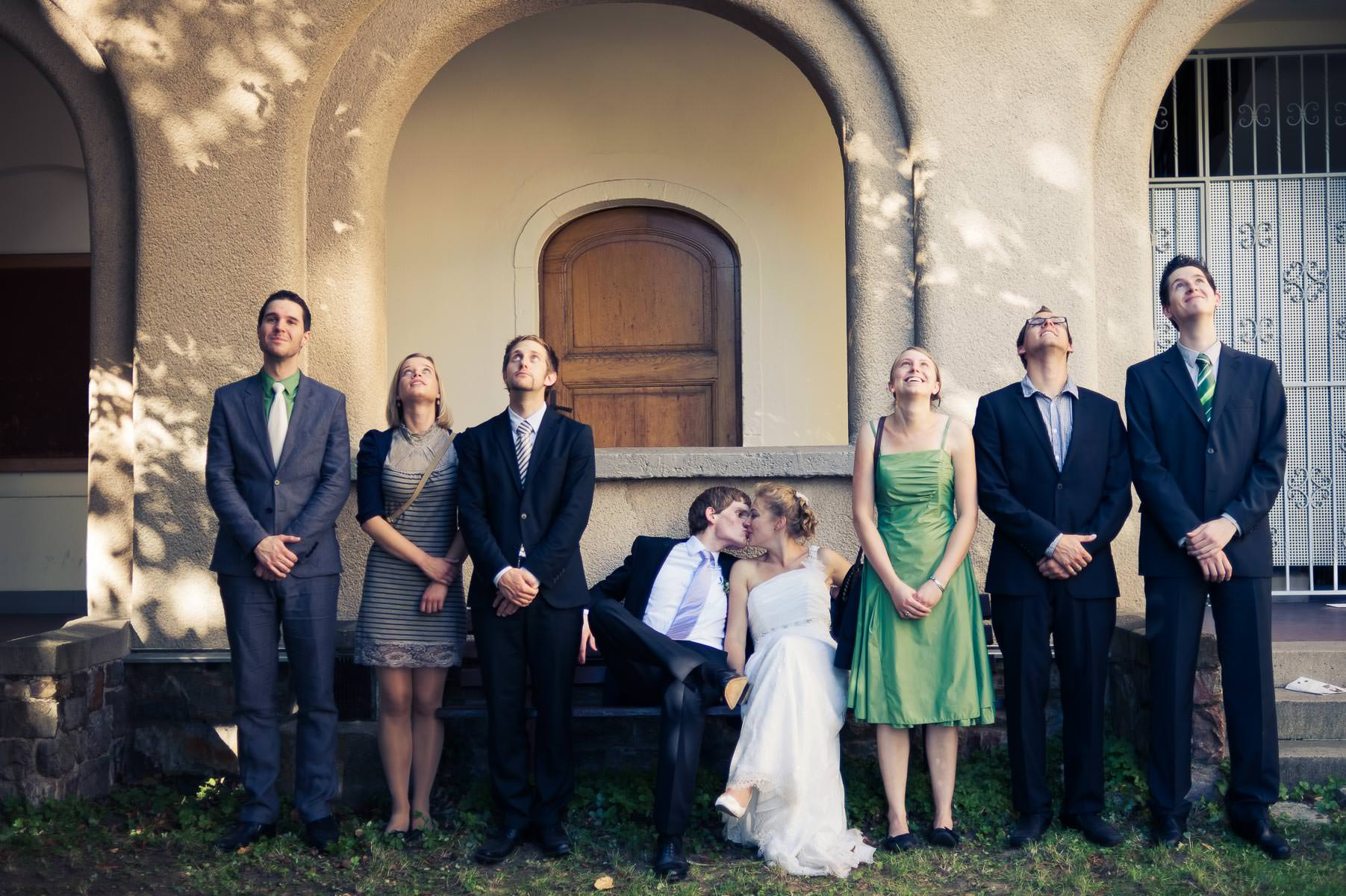 spannendes Gruppenbild auf der Hochzeit